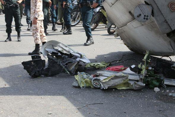 Entonces, un avión comercial se estrelló mientras trataba de hacer un at...