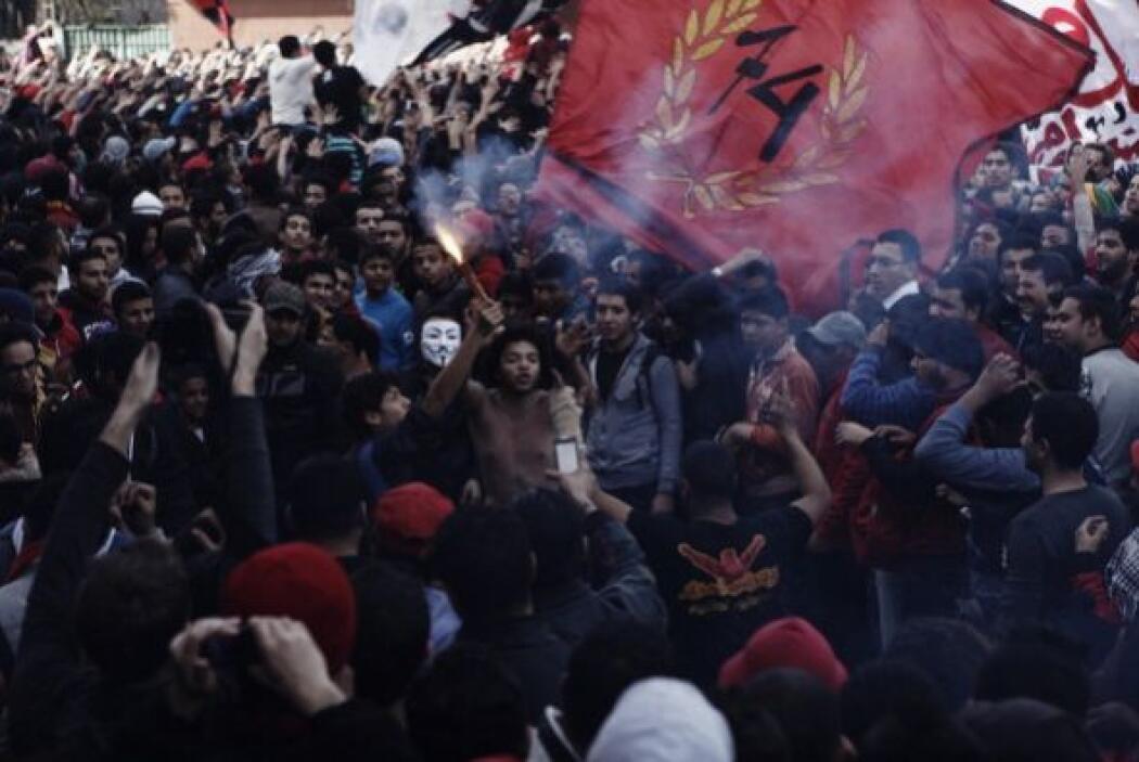 Vehículos blindados fueron desplegados para dispersar a los manifestante...