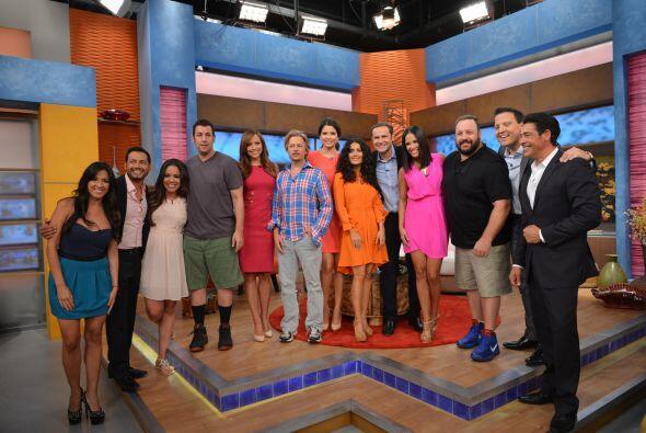 La foto grupal con los actores y los talentos del programa no podía faltar.
