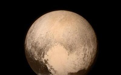 Este martes la sonda espacial New Horizons se acercó a 7,750 millas de P...