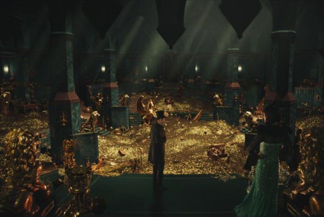 La película del director Sam Raimi -que incluye celebridades como James...
