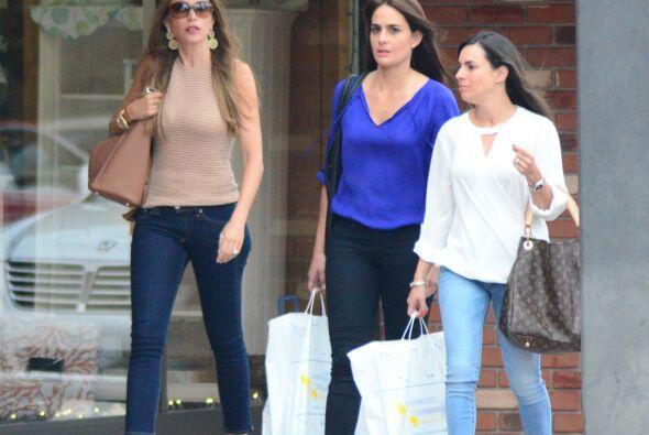 Ellas sí llevaban sus bolsitas de compras, pero Sofía no....