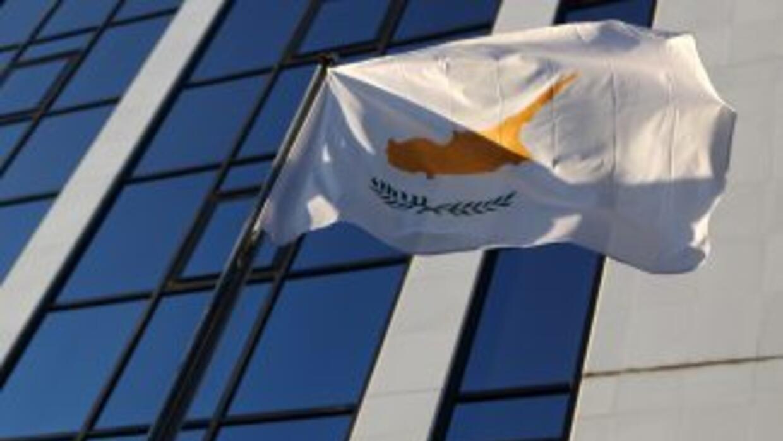 Chipre pidió al FMI asistencia financiera a fin de contener los riesgos...