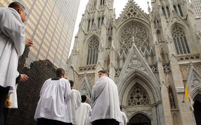 La policía incrementó la seguridad en iglesias y centros religiosos en l...