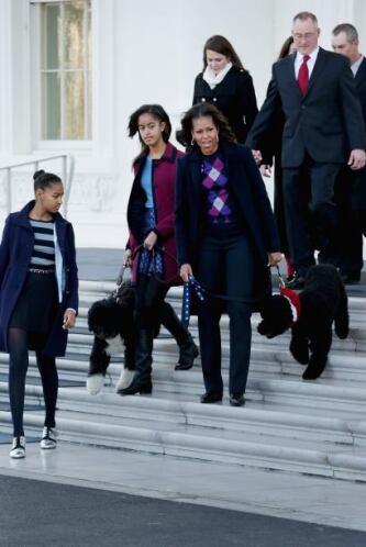 Sasha y Malia acompañaron a sus papis. Mira aquí los videos más chismosos.