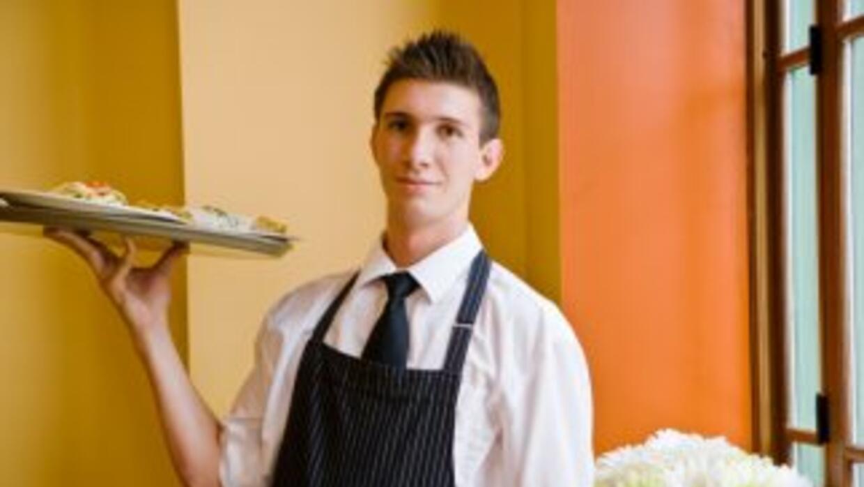 Si su empleo incluye como parte de la remuneración, recibir propinas, en...