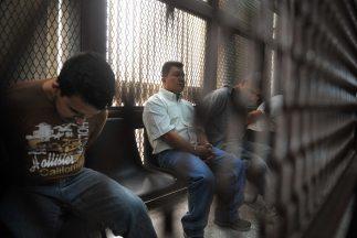 De los reos fugados,86 estaban sentenciados por delitos federales, por...