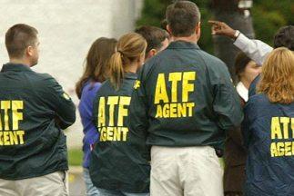 Oficina de Control de Alcohol, Tabaco, Armas y Explosivos (ATF) trabajño...