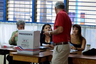 Costa Rica vota en segunda vuelta para elegir formalmente entre Luis Gui...