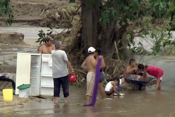 Miles de damnificados después de la tormenta tropical 'Manuel' en México