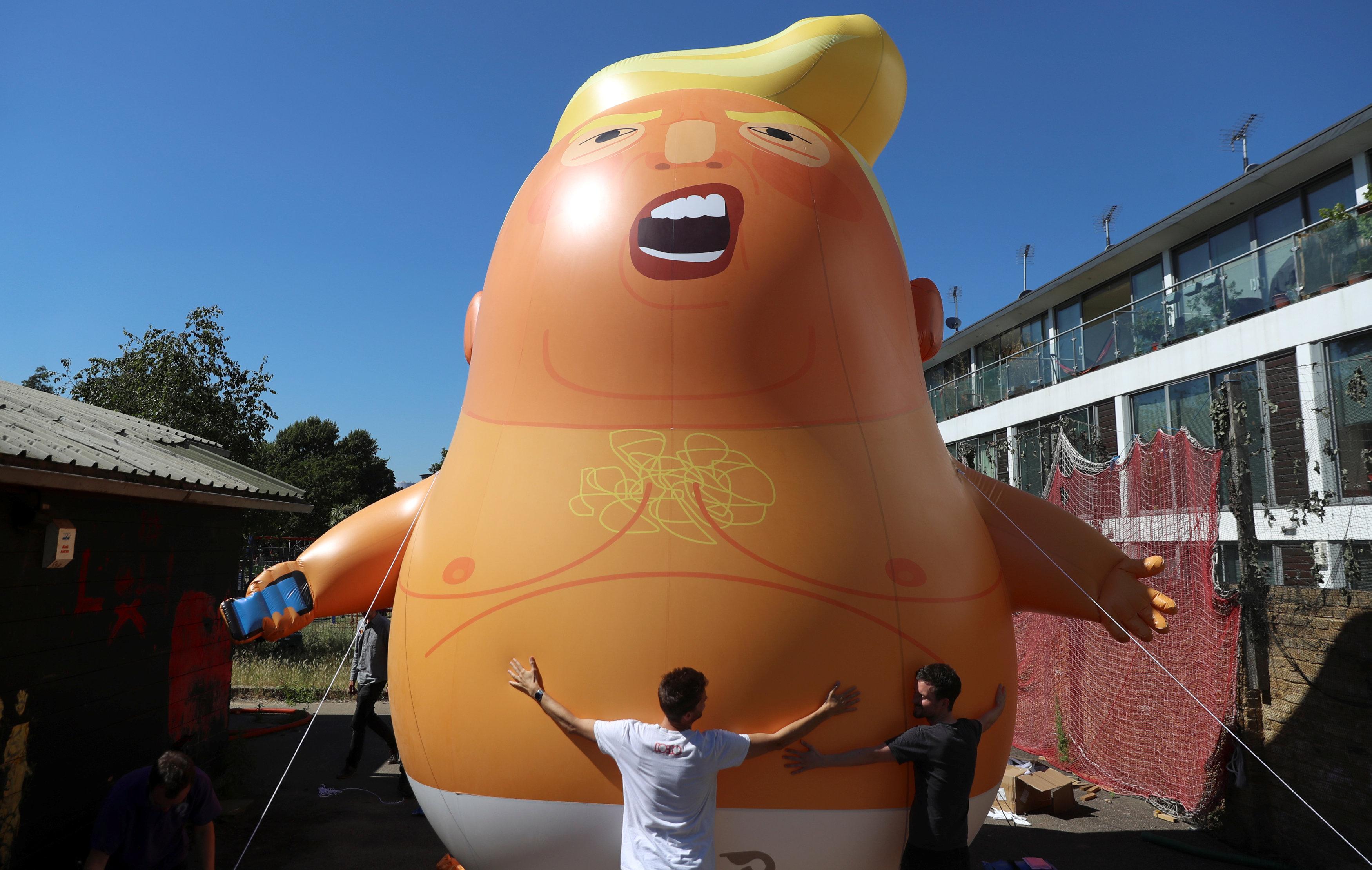 Bebé Trump gigante sobrevolará Londres ante visita de presidente de EU
