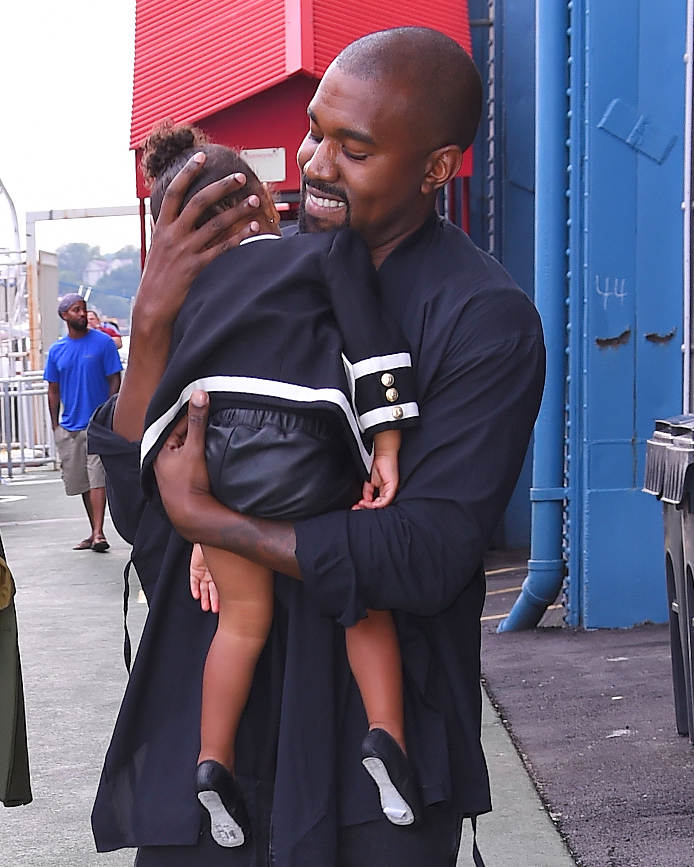 Amar A Muerte Capitulo 27: ¡Kanye West Es Un Sweet Daddy!