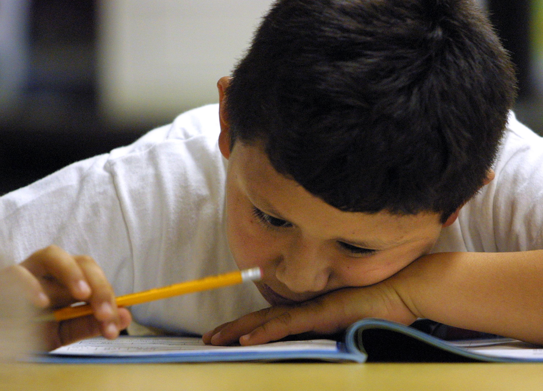 Qué hacer si tu hijo no quiere hacer la tarea y otras ...