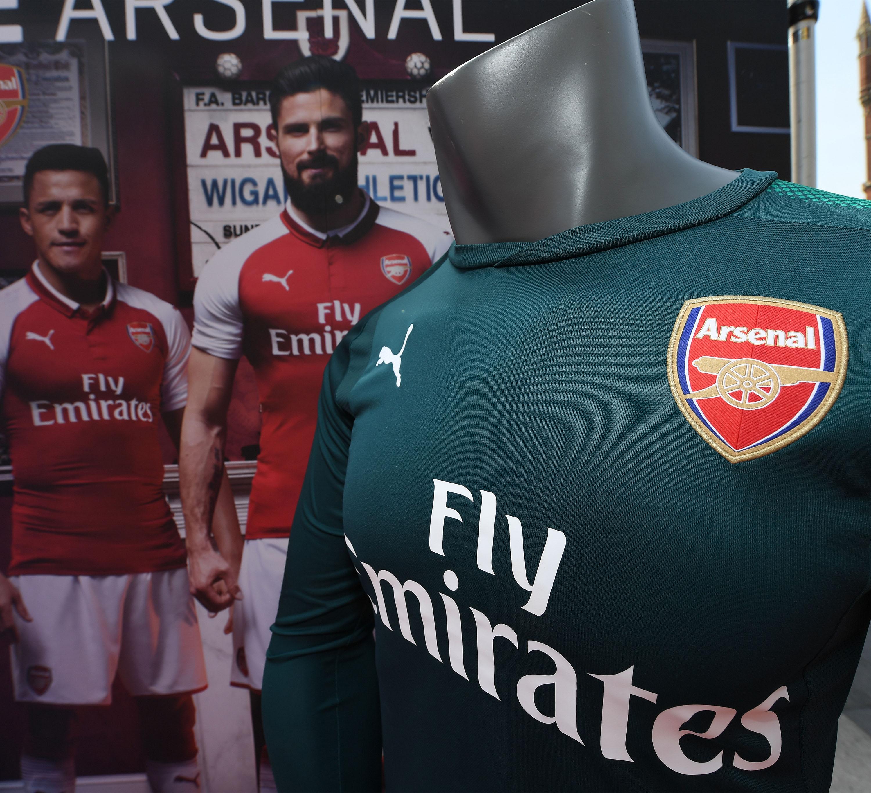 Amar A Muerte Capitulo 18: Arsenal Presentó Su Nueva Indumentaria Para La Temporada