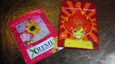 Sobres de marihuana sintética, también llamada K2 o Spice, vendidos en N...