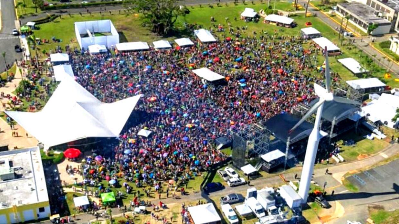 Vista aérea del teletón Unidos por Puerto Rico en los terrenos de la des...