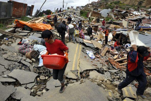 Alrededor de cinco mil personas fueron evacuadas tras el derrumbe en La...