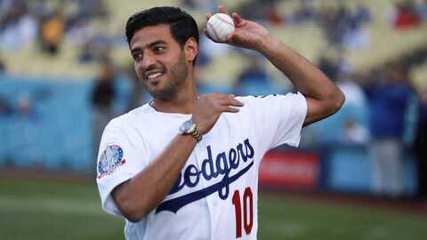 Carlos Vela se puso la franela número 10 de los Dodgers.
