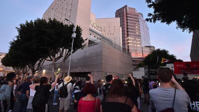 Manifestantes acampan en el centro de Los Ángeles en rechazo a la separación de familias
