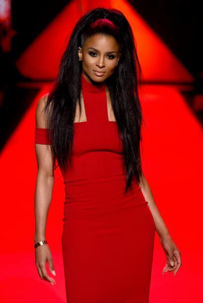 La que nos dio tremenda cátedra de estilo y sensualidad, fue la cantante...