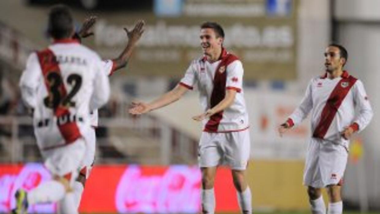 Rayo Vallecano goleó al Málaga y sumó tres puntos aunque sigue penúltimo.
