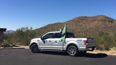 """""""La Troca"""" de Primer Impacto que recorre la frontera entre Estados Unidos y México hizo una parada en Tucson, Arizona"""