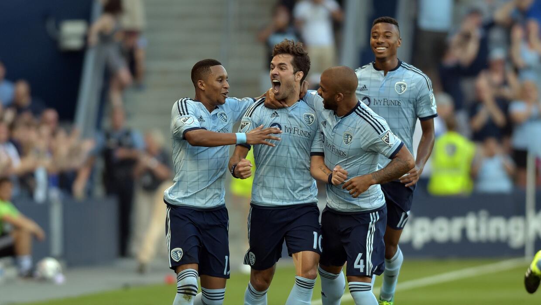 Benny Feilhaber celebra eufóricamente el gol que abrió el marcador