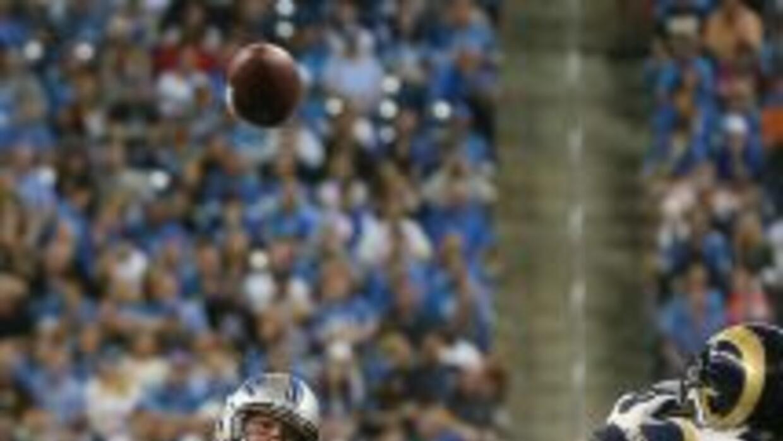Stafford completó 32 pases de 48 para un total de 355 yardas ante los Rams.