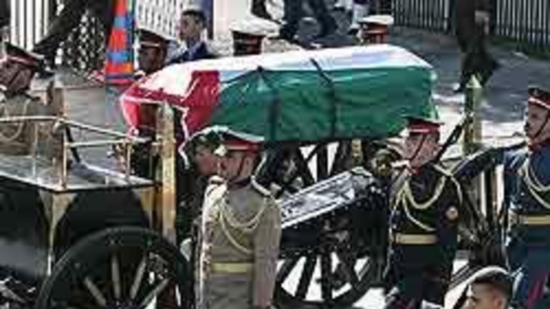 El líder palestino Yasser Arafat fue sepultado en Ramalá, Cisjordania, y...