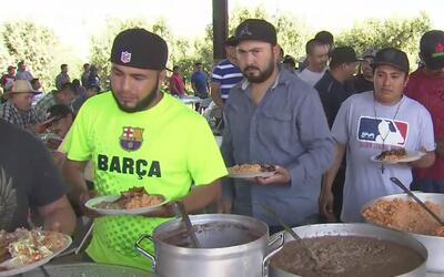 Trabajadores del Valle de San Joaquín celebran la cosecha de cerezas