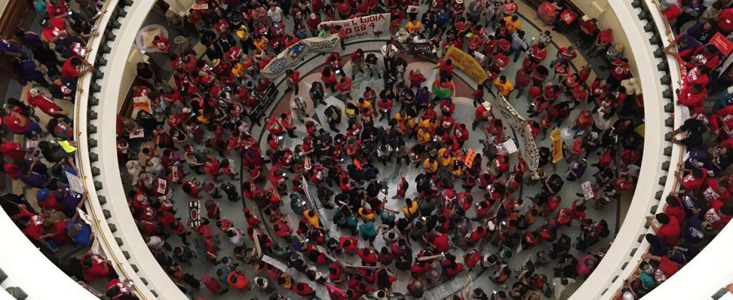 El Capitolio de Texas durante una protesta reciente contra la ley SB4.