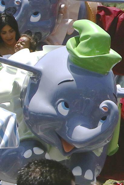 Eso sí, montada en Dumbo se la pasó de lo lindo.