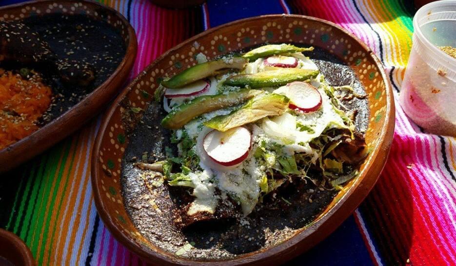 Los chiles secos y las especias se importan de México.