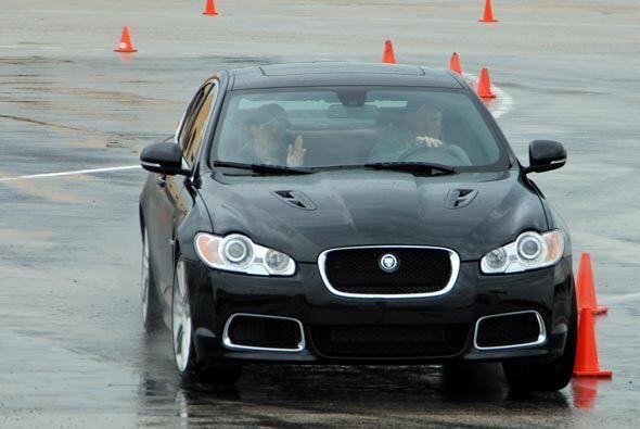 El Jaguar XF R puede acelerar de 0 a 60 millas en 4.7 segundos, algo que...