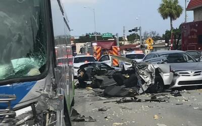 Una persona muere en un aparatoso accidente contra un bus en Flagami