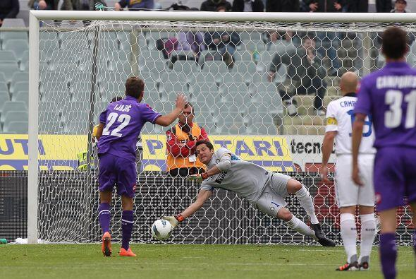 Fiorentina estuvo muy cerca de abrir el marcador, pero Julio César no pe...
