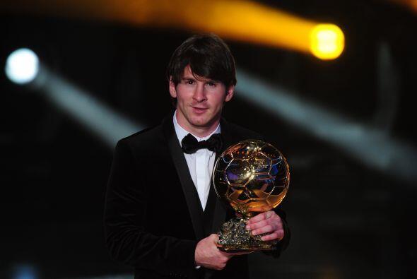 Aquí tenemos al ganador del Balón de Oro FIFA 2010, Messi. ¿Qué les pare...