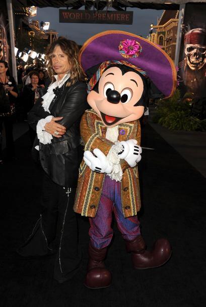 Hasta lo hombres más rudos, como Steven Tyler, han visitado a Mickey Mou...