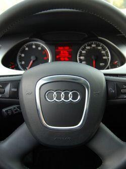 Toda la tecnología del A4, se puede comandar desde los controles montado...