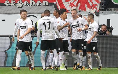 Marco Fabián fue presentado con el Eintracht Frankfurt gettyimages-86462...