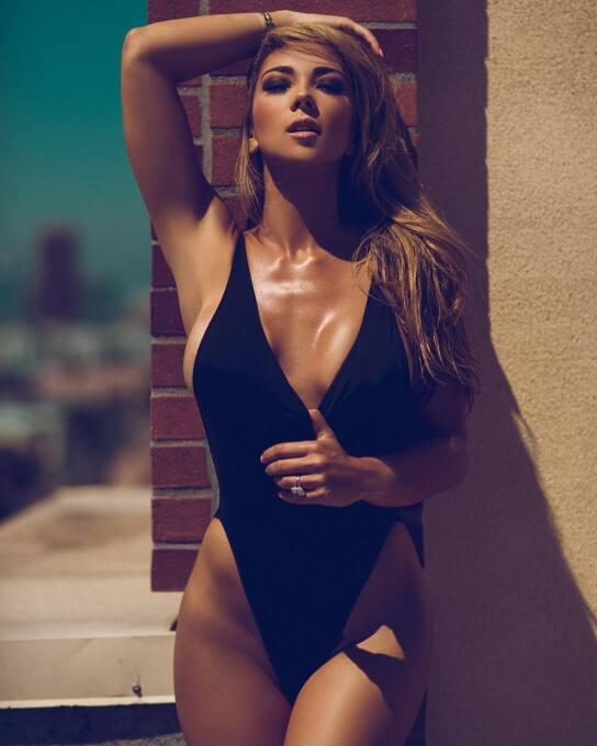La modelo brasileña lanzó un calendario blaugrana muy caliente para el 2...