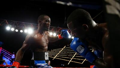 Terence Crawford golpea a Lundy