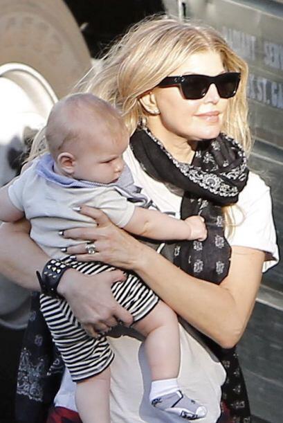 Con su tierna carita, se veía que Axl estaba muy contento con su mamá.