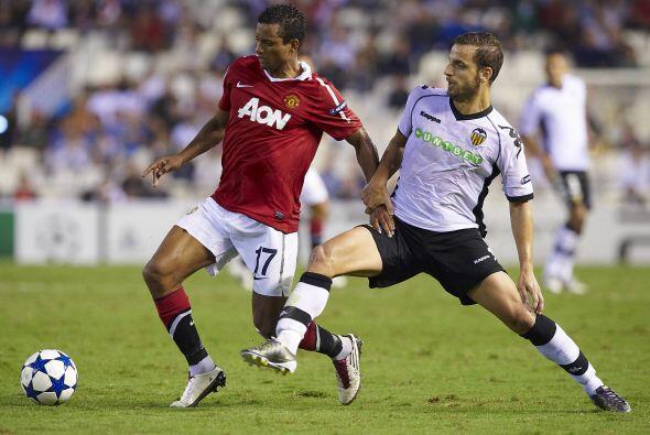 El Manchester United, club donde juega el 'Chicharito' visitó al valenci...