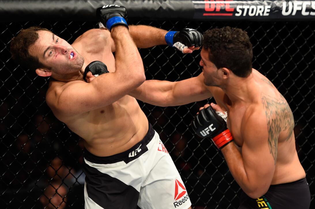 Golpes directos captados en el momento exacto en la UFC Henrique da Silv...