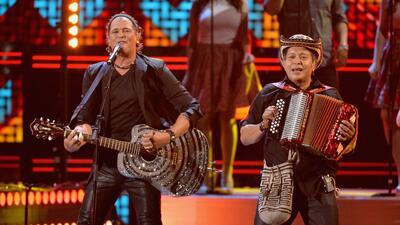 Carlos Vives y sus músicos  fueron reconocidos por 25 años de trabajo.