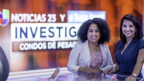 La periodista de Univision 23 Erika Carrillo (derecha) reportó junto a B...