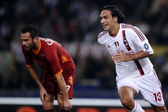 También esta otro defensa italiano, él es Alessandro Nesta.