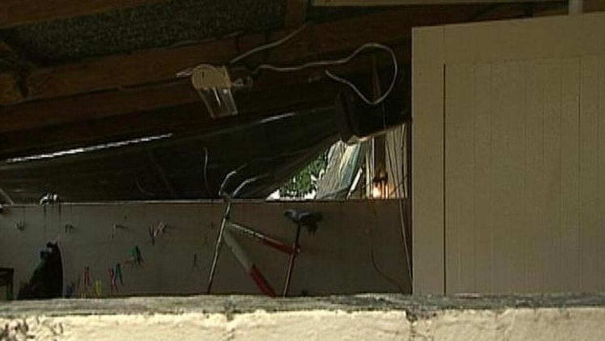 Cisterna desplomó techo