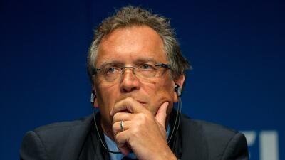 El secretario general de la FIFA habría hecho transferencias por 10 mdd